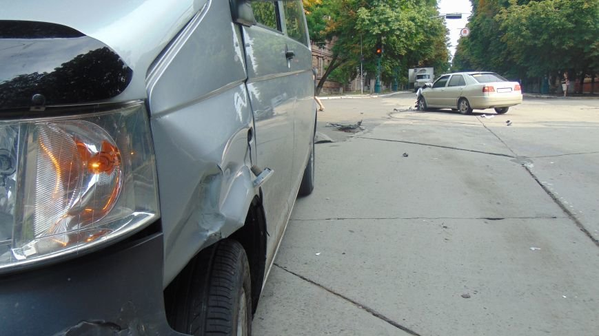 Chery Amulet проверил на прочность Volkswagen на перекрестке Мариуполя (ФОТО) (фото) - фото 1