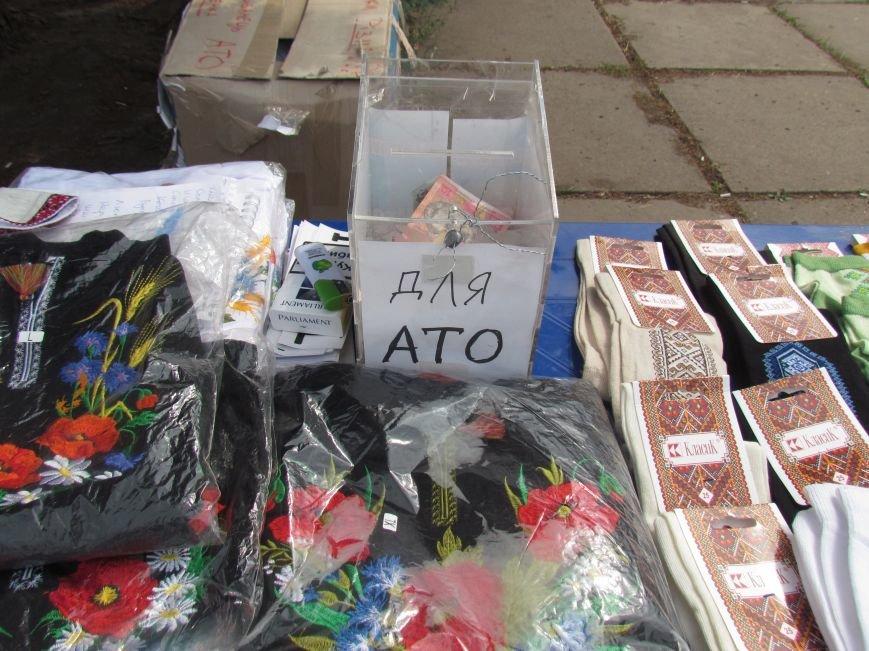 В Мариуполе протестующие пикетчики превратили площадь у сгоревшего горсовета в плакат и устроили ярмарку (ФОТО), фото-4