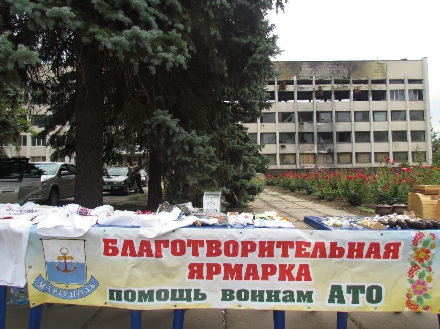 В Мариуполе протестующие пикетчики превратили площадь у сгоревшего горсовета в плакат и устроили ярмарку (ФОТО), фото-7