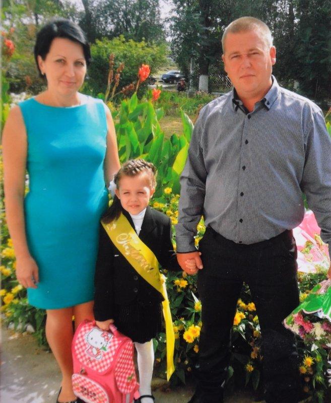 Днепропетровская второклассница получила орден погибшего в АТО отца (фото) - фото 1
