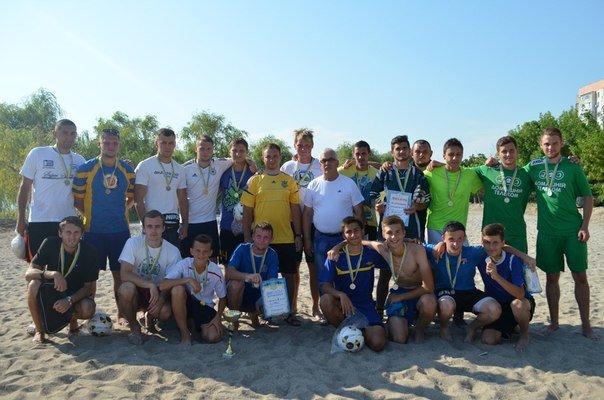 В Николаеве 21 команда футболистов сошлись в поединке на пляже (ФОТО) (фото) - фото 2