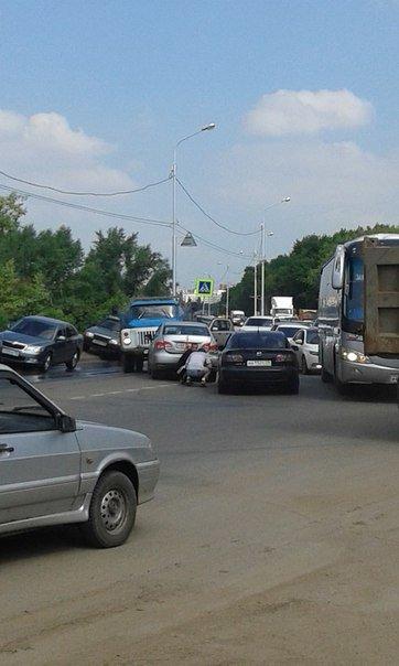 В Уфе столкнулись две иномарки и грузовик (фото) - фото 2