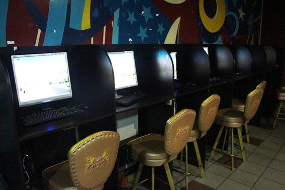 В Николаеве правоохранители «накрыли» подпольный зал игровых автоматов (ФОТО) (фото) - фото 1