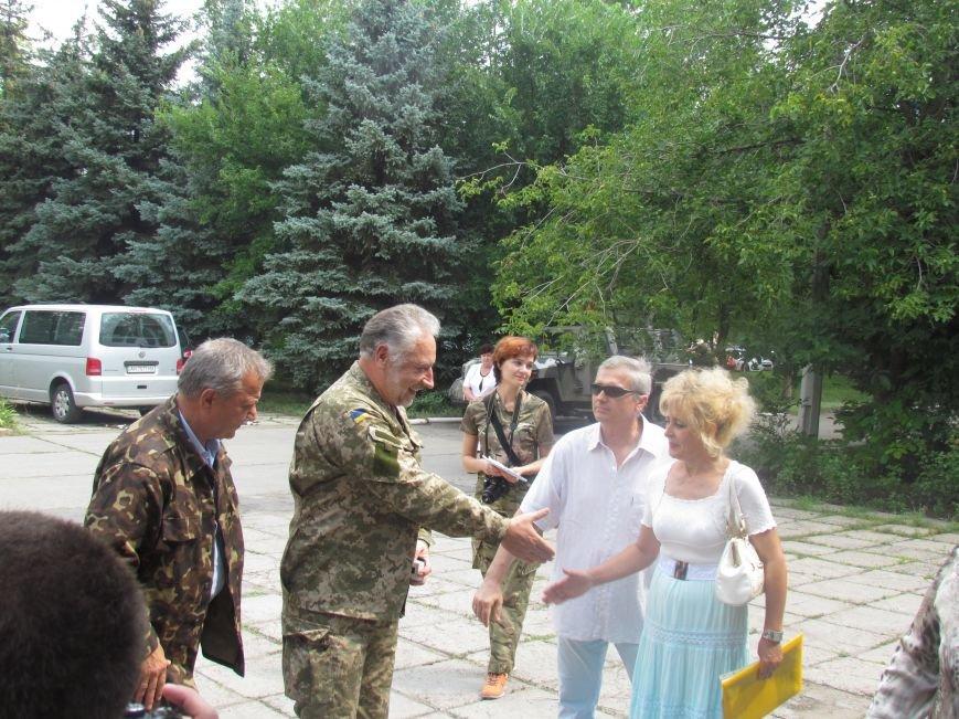 В Мариуполе губернатора Донецкой области привезли в больницу прямо с передовой (ФОТО), фото-2