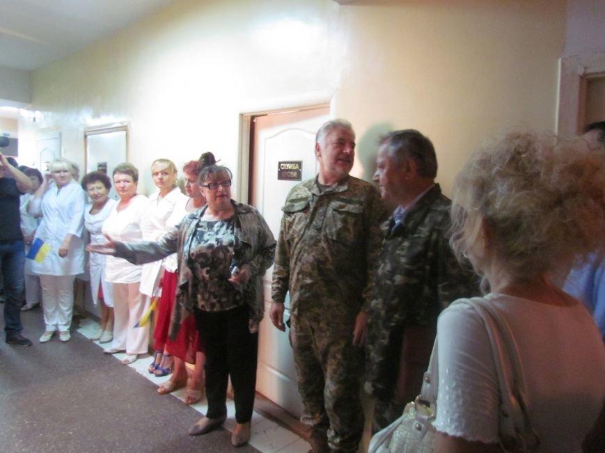 В Мариуполе губернатора Донецкой области привезли в больницу прямо с передовой (ФОТО), фото-5