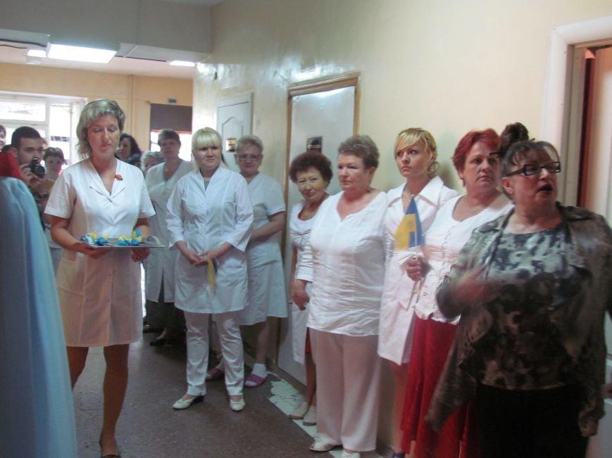 В Мариуполе губернатора Донецкой области привезли в больницу прямо с передовой (ФОТО), фото-3