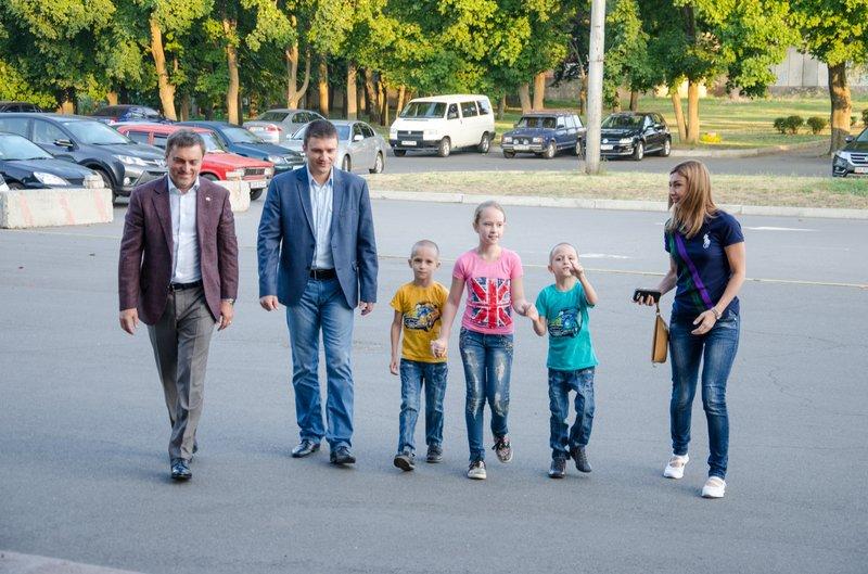 Из Днепропетровска в Литву выехали на реабилитацию четверо раненых в АТО детей (фото) - фото 2