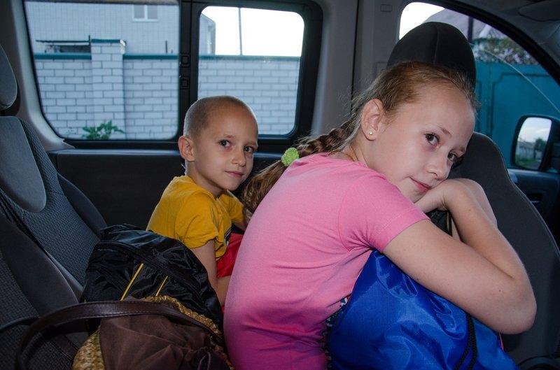 Из Днепропетровска в Литву выехали на реабилитацию четверо раненых в АТО детей (фото) - фото 1