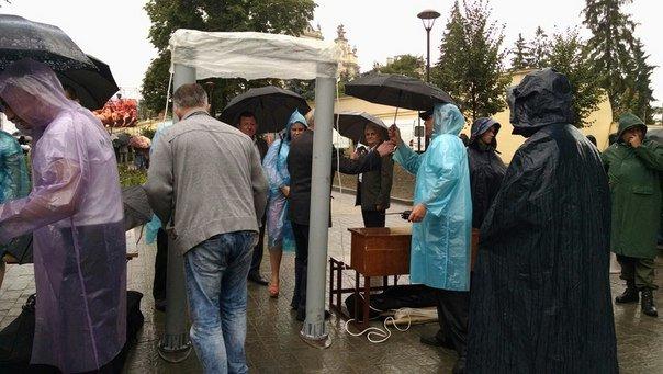 Сотні львів'ян прийшли вшанувати 150-річчя з Дня народження Андрея Шептицького (ФОТО) (фото) - фото 1