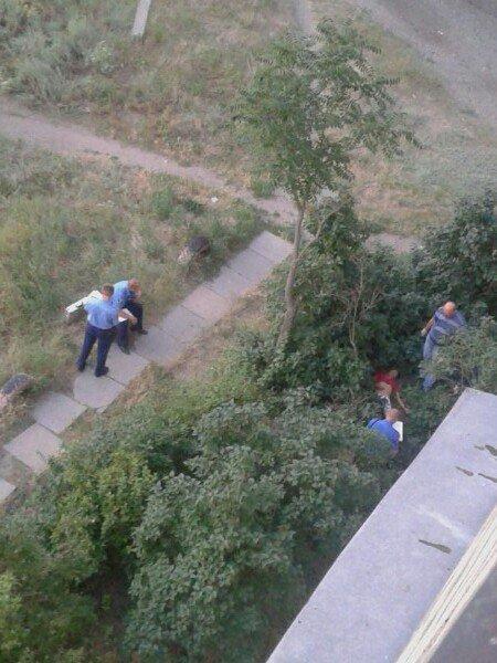На левобережье Днепродзержинска мужчина выбросился из окна (18+) (фото) - фото 2