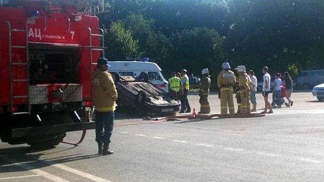На кольце 50-летия ВЛКСМ в аварии перевернулся автомобиль (фото) - фото 2