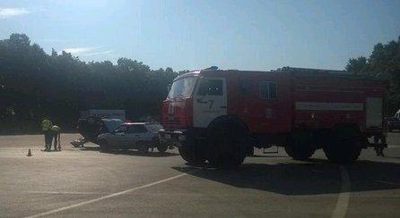 На кольце 50-летия ВЛКСМ в аварии перевернулся автомобиль (фото) - фото 1
