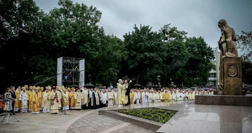 Порошенко урочисто відкрив пам'ятник Андрею Шептицькому у Львові (ФОТО) (фото) - фото 6