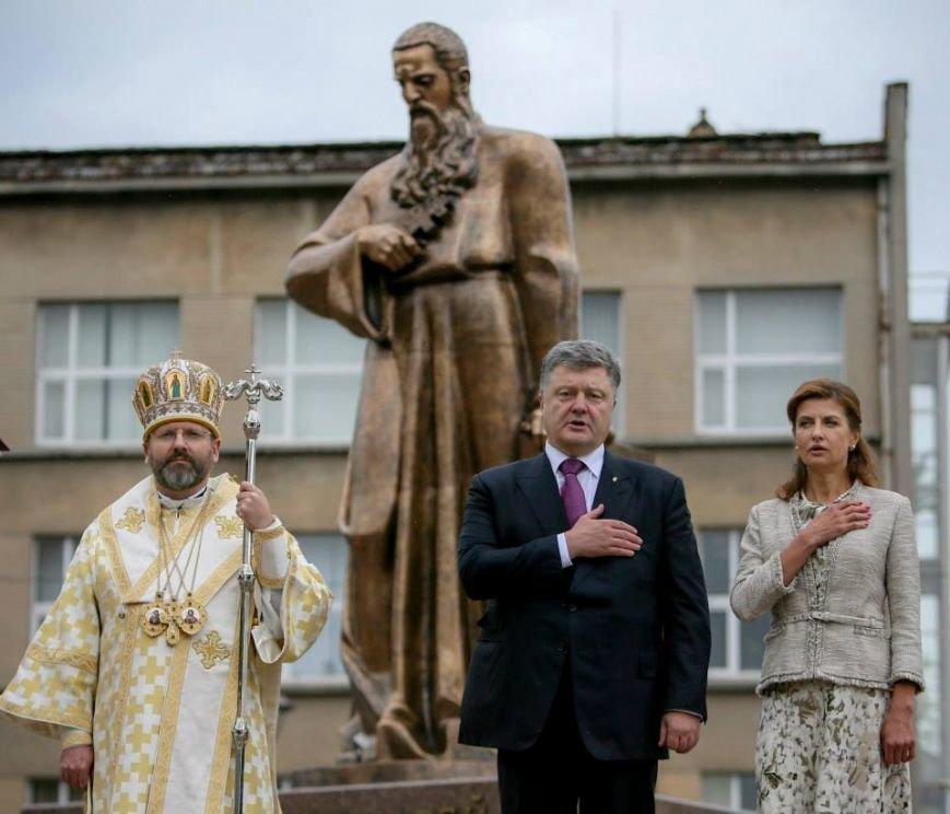 Порошенко урочисто відкрив пам'ятник Андрею Шептицькому у Львові (ФОТО) (фото) - фото 8
