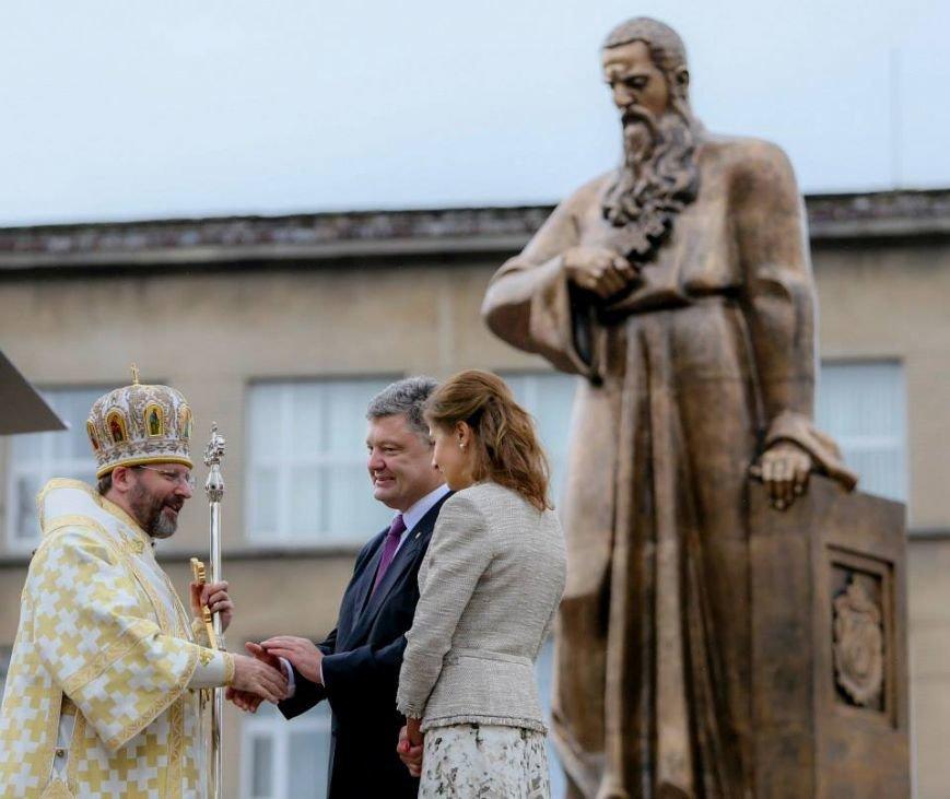 Порошенко урочисто відкрив пам'ятник Андрею Шептицькому у Львові (ФОТО) (фото) - фото 4