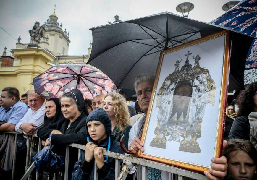Порошенко урочисто відкрив пам'ятник Андрею Шептицькому у Львові (ФОТО) (фото) - фото 7