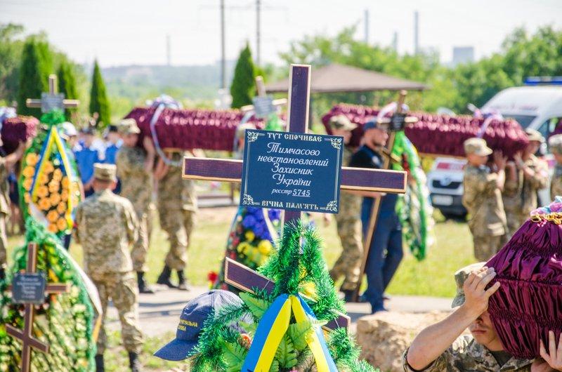Днепропетровщина попрощалась с 16 неизвестными бойцами АТО (фото) - фото 7