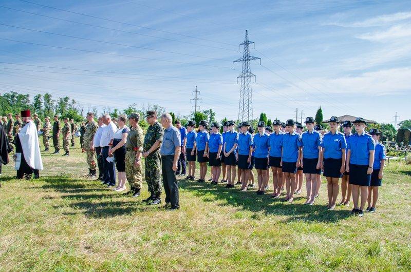 Днепропетровщина попрощалась с 16 неизвестными бойцами АТО (фото) - фото 2