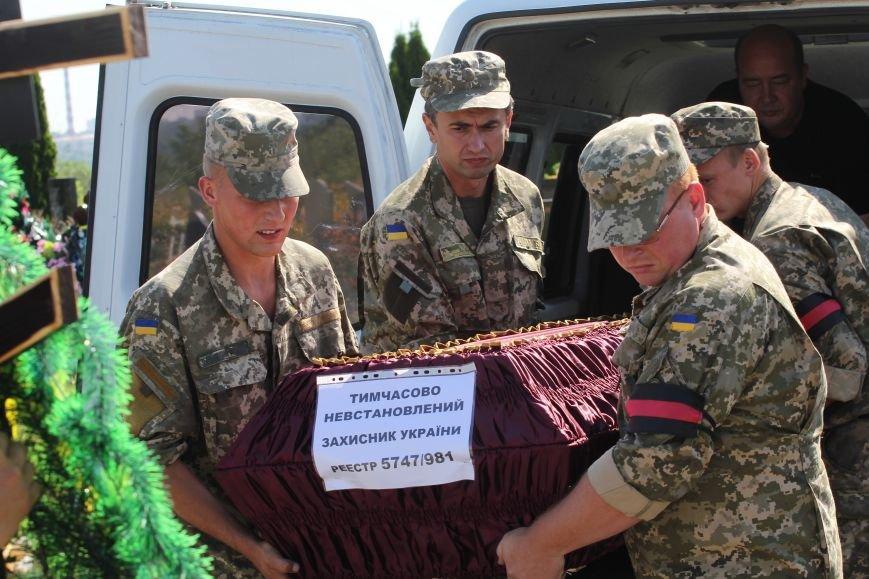 Днепропетровщина попрощалась с 16 неизвестными бойцами АТО (ФОТО), фото-1