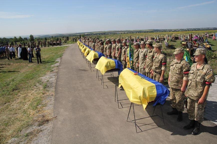 Днепропетровщина попрощалась с 16 неизвестными бойцами АТО (ФОТО), фото-4