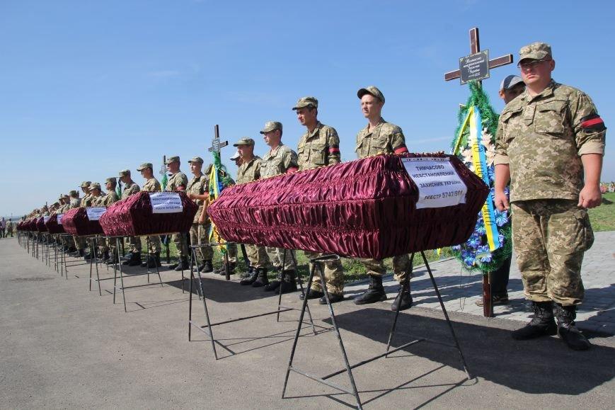 Днепропетровщина попрощалась с 16 неизвестными бойцами АТО (ФОТО), фото-2