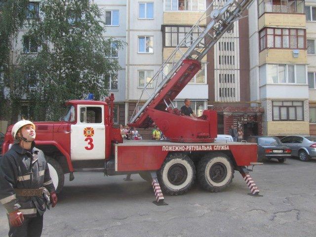 В Киевской области 3-летний мальчик едва не упал с шестого этажа (ФОТО) (фото) - фото 1