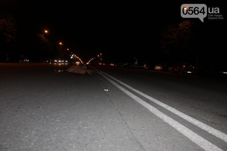 В Кривом Роге: на мосту №7 открыли реверсивное движение, начали срезать билл-борды,  «Hyundai» на пешеходном переходе насмерть сбил мужчину (фото)...