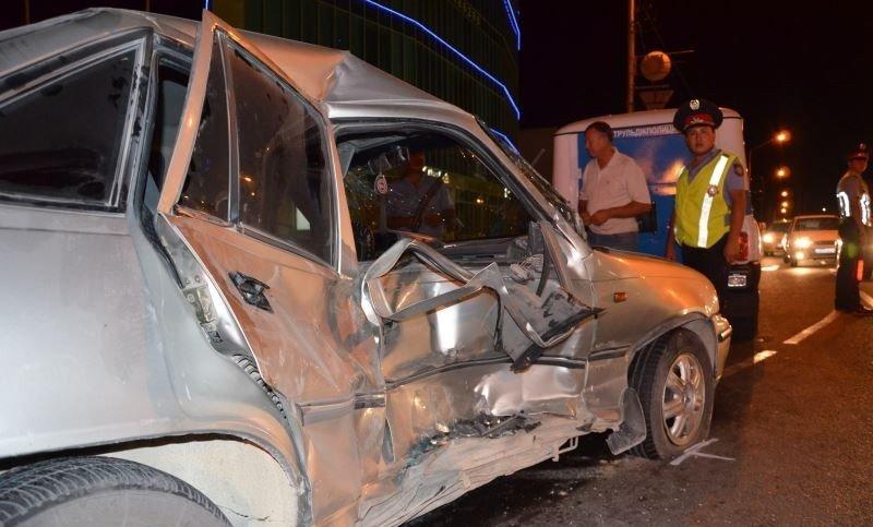 Двое людей пострадало в аварии на перекрестке в 13 микрорайоне Актау (фото) - фото 1