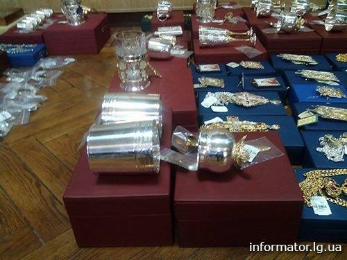 Из «ЛНР» в счастье боевики пытались вывезти драгоценностей на полмиллиона долларов (ФОТО) (фото) - фото 1