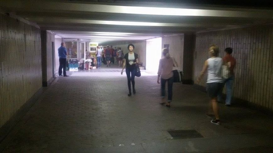 В Киеве на метро «Осокорки» разонали стихийную торговлю (ФОТОФАКТ) (фото) - фото 1