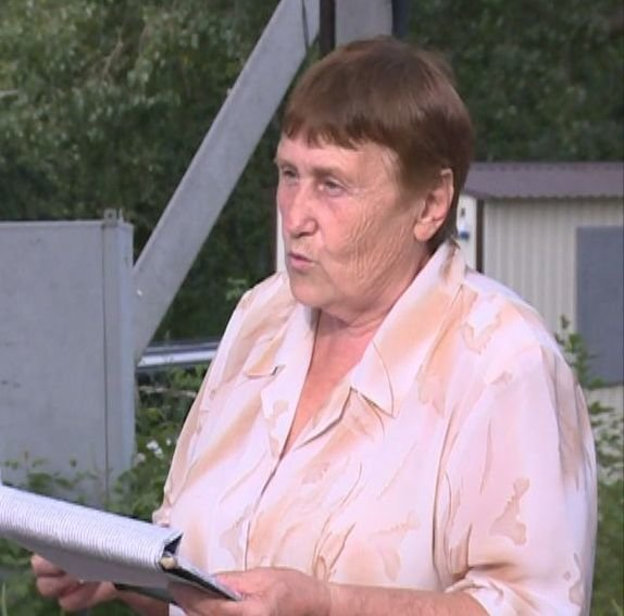 Глава местного совета ветеранов Л. Бурда