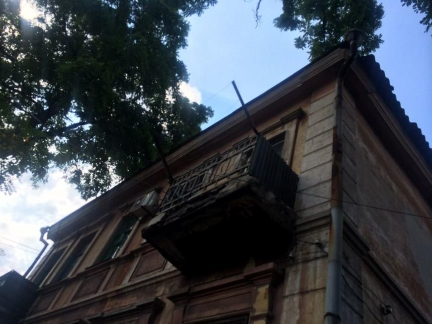 В старом центре куски бетона грозят обвалиться на головы мариупольцев (ФОТОФАКТ), фото-2