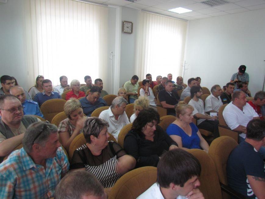 Губернатор посоветовал тем, кто установил палатки возле Мариупольского горсовета, идти в морпехи (ФОТО), фото-3