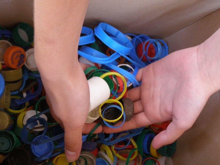 Луганский университет начал сбор пластика для протезов раненым бойцам АТО (фото) - фото 1