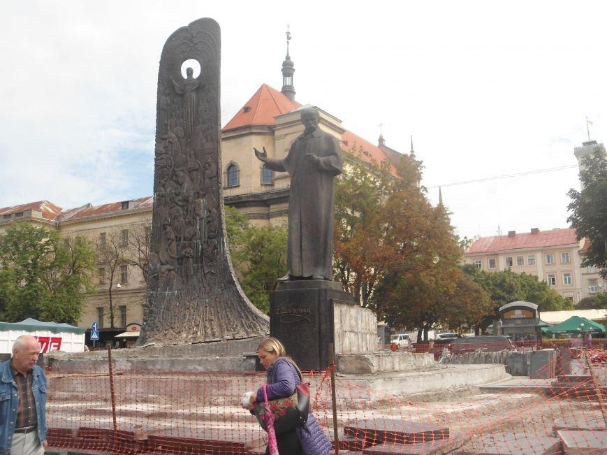 Як триває ремонт постаменту пам'ятника Тарасу Шевченку (ФОТО) (фото) - фото 1