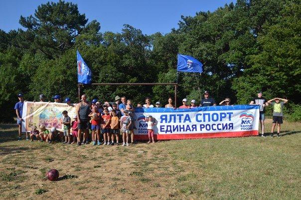 Юные спортсмены Ялты отметили День Крещения Руси посещением храма и увлекательным походом, фото-1