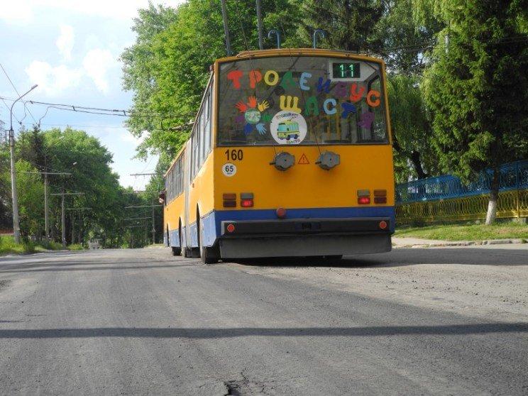 Новенький асфальт у Тернополі «протримався» лише дві години (фото) - фото 1