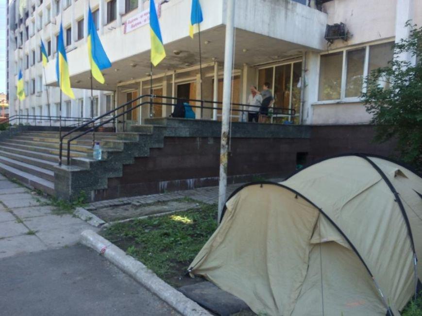 В лагере  мариупольских патриотов до сих пор не провели свет, но уже успели украсть два спальника (ФОТО), фото-2