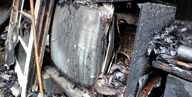 Згорів гараж та автомобіль у Сторожинці (ФОТО) (фото) - фото 1
