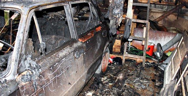 Згорів гараж та автомобіль у Сторожинці (ФОТО) (фото) - фото 2