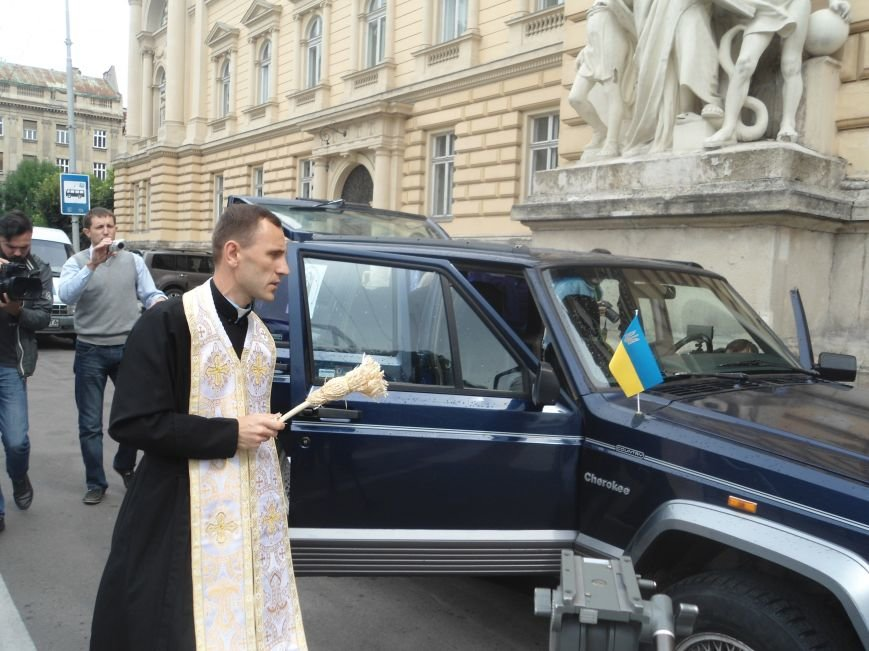 Львівські студенти зібрали більше 70 тис.грн. на закупівлю автомобіля для бійців (ФОТО) (фото) - фото 6