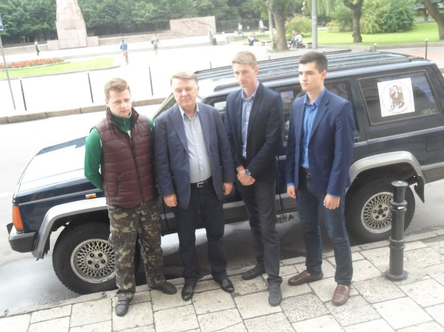 Львівські студенти зібрали більше 70 тис.грн. на закупівлю автомобіля для бійців (ФОТО) (фото) - фото 9