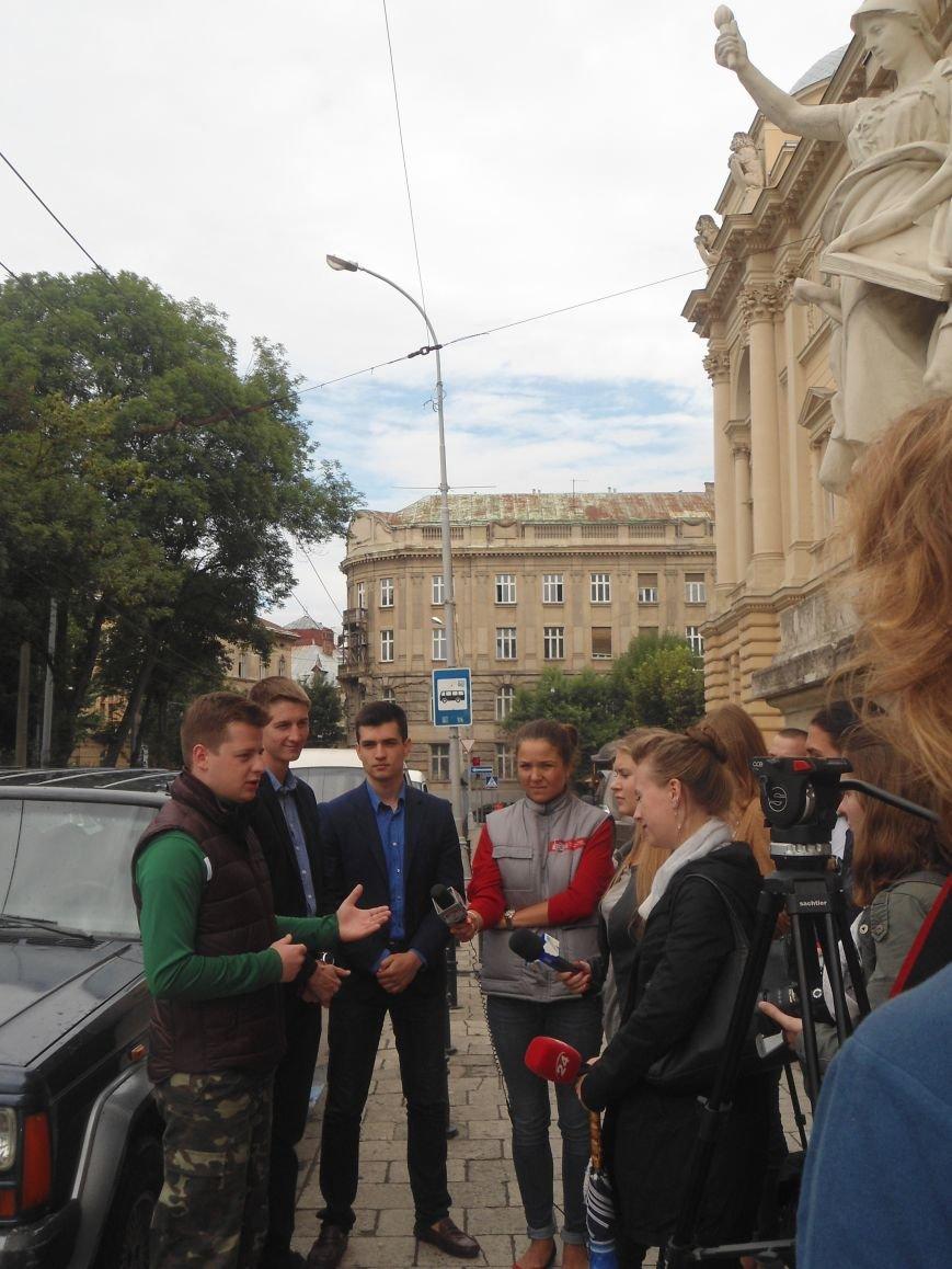 Львівські студенти зібрали більше 70 тис.грн. на закупівлю автомобіля для бійців (ФОТО) (фото) - фото 8