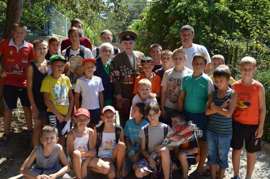 «Титановцы» поздравили с 92-летием ветерана ВОВ и труда Александра Попова, фото-1