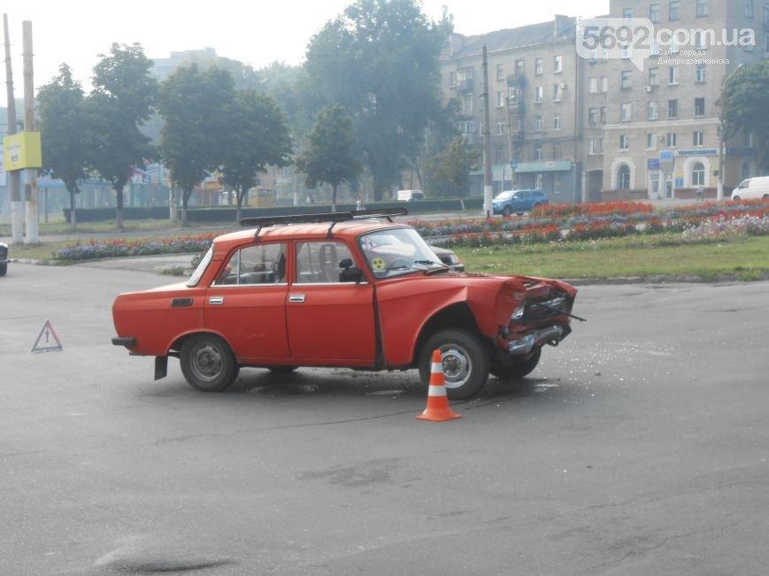 В Днепродзержинске на пересечении проспекта Ленина и Аношкина произошло ДТП (фото) - фото 4