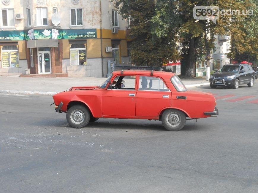 В Днепродзержинске на пересечении проспекта Ленина и Аношкина произошло ДТП (фото) - фото 1