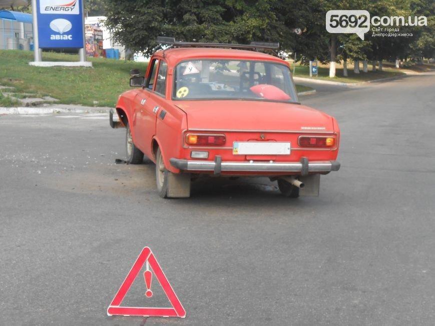 В Днепродзержинске на пересечении проспекта Ленина и Аношкина произошло ДТП (фото) - фото 2