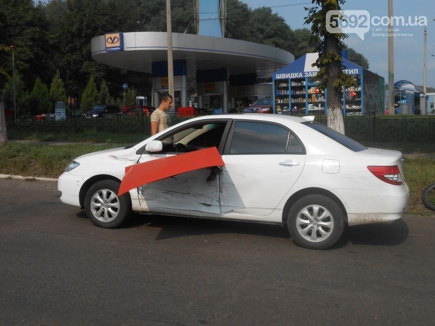 В Днепродзержинске на пересечении проспекта Ленина и Аношкина произошло ДТП (фото) - фото 5