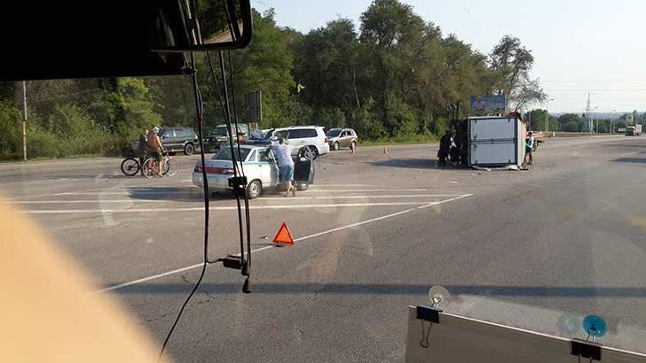 ДТП на трассе Днепропетровск-Днепродзержинск: джип столкнулся с «Газелью» (фото) - фото 2