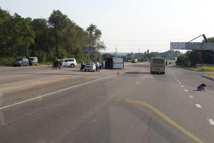 ДТП на трассе Днепропетровск-Днепродзержинск: джип столкнулся с «Газелью» (фото) - фото 1